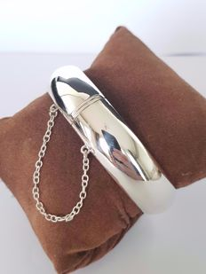 Silver smooth bangle with opening, 20 cm