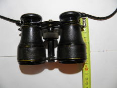 pair of officer's binoculars and lighters of the 'Poilu'
