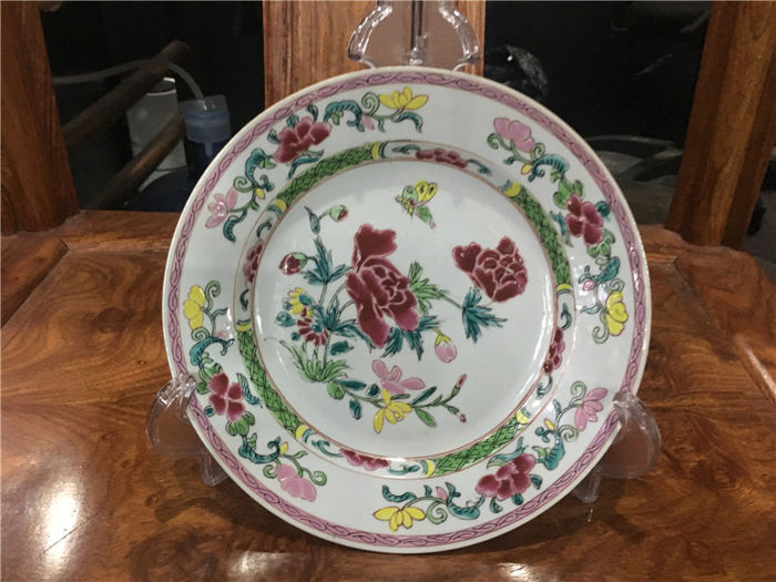 Famille rose plate with beautiful flowers China -Yongzheng period circa 1703/40 Five Color plate