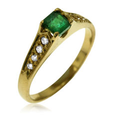 Diamond and Emerald Fantasy Ring, as new. - size 56