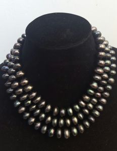 Long necklace with black cultured fresh water pearls - Length: 140 cm - Pearls size 13 x 6 mm