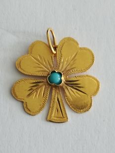 22 kt gold four-leaf clover pendant with turquoise