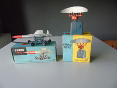 "Corgi Toys - Scale 1/43 - Lot Thunderbird ""Guided Missile"" and 'Decca Airfield Control Radar 424 Scanner' No.350 and 353"