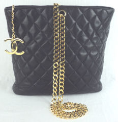 Chanel - Black Diamond Quilted Lambskin CC Charm Chain Shoulder Shopper Bag