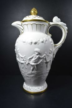 Capodimonte - Porcelain jug with gold-plated accents