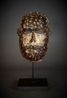 Great African Tribal KUMU mask from the Nsembu Divination Society. Democratic Republic of the Congo.