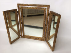 A beautiful mirror with 2 fold-away side-mirrors