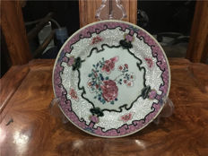 Famille rose plate with beautiful flowers - China - ca. 1730  ( Yongzheng period )