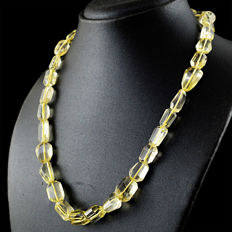 Citrine necklace with 18 kt (750/1000) gold clasp, length 50cm