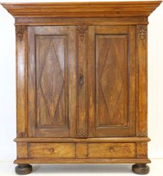 Provincial oak linen cabinet with diamond-shaped panels - Germany, c. 1800
