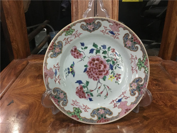 Famille rose plate with beautiful flowers - China - 18th century