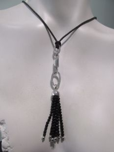 Leather cord with black stones and 19.2 kt gold applique and diamonds with a total of 0.65 ct - 18 g - 58 cm
