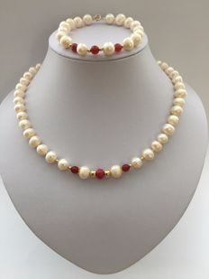 Necklace and bracelet of ruby,  freshwater pearls and 14 k golden round beads and clasps