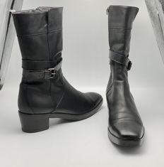 Balenciaga leather boots ** NO MINIMUM PRICE **