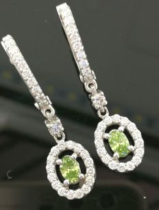 14kt white gold earrings with green diamond 0,40ct and white diamonds 0,75ct