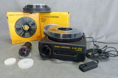 Kodak Carousel Slide Projector  S- AV 1010 with remote control cable  Halogen lamp 24 V – lamp 250 watt Plus 2 x carousel - Slide magazine And 2 projection lenses; 1 x Retinar S-Av 1000-150 mm