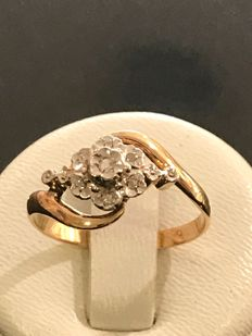 Vintage ring in gold, platinum and diamonds **no reserve price**