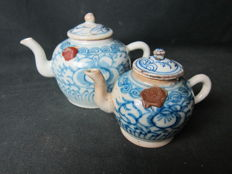 2 Porcelain teapots blue/white - China - 19th century
