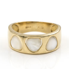 Yellow gold, 18 kt – Cocktail ring – Mother of pearl – Ring size: 15 (Spain)