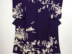 Beautiful kimono with exquisite traditional floral decoration - Japan - Mid 20th century