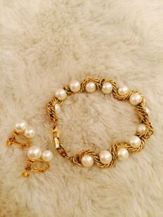 Napier faux pearls/gold tone bracelet and earrings