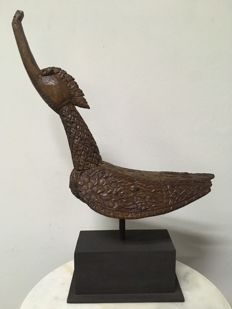 Wooden depiction of the mythical bird Hintha - Burma - Late 19th century. (40cm)
