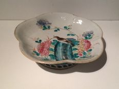 Large famille rose dish on foot - China - 19th century