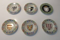 Ceramica Italiana Lavena - Six miniature plates decorated by hand with family crests of noble Florentine families