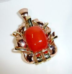 Large pendant made of 14 kt / 585 gold with antique Mediterranean coral blood corals handmade