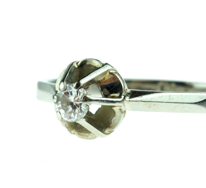 14 kt gold solitaire ring with brilliant cut diamond 0.13 ct - ring size 18