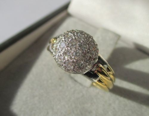 18 kt gold dome ring with diamonds / 0.78 ct / 4.42 g, size 54