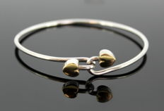 Tiffany & Co - Sterling silver and 18K gold ladies heart bangle, 1990 - Bangle Size Closed : 6.4 x 6.2 x 1 cm