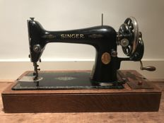 Singer 66 k sewing machine with wooden dust cover, 1929
