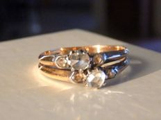 Antique ring with diamonds on 18 kt rose gold and platinum