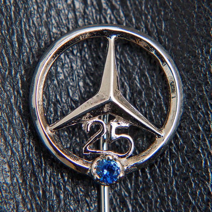 Badge - Mercedes Benz Daimler Silver Pin 25 Years - 1970-2000 (1 items)