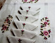 Rich tablecloth x12 (including 12 100% linen napkins) made of 100% delicate linen with handmade embroidery