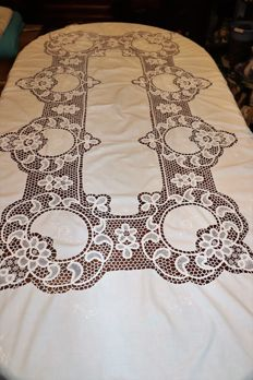 Elegant banquet tablecloth white core (2,40 cm x 1,60 cm) in  Burano or Venice lace, 1950-60s