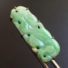 Vintage natural Burmese emerald coloured Jadeite carved brooch, 3.5 grams, China ca. late 19th/ 20th century