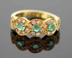 Vintage 18K Yellow Gold Ladies Ring With Emerald (0.75 CT Total) and Diamonds (0.30 CT Total) London 1989 - 18K (750) – Size: (UK) = O (US) = 7 1/2 (EU) = 55 1/4