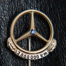 Old Mercedes Benz 2.000.000 Km Pin / Brooch 333 Gold & Sapphire / Box - No Reserve Price