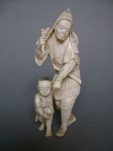 Ivory Okimono - The Hunter and his Son - Japan - circa 1900 (end of Meiji period)