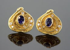 Elizabeth Gage - Vintage 18K Yellow Gold Clip on Earrings With Blue Sapphire (1 CT Total) and Diamonds (0.22 CT Total) London 2006 - Size : 1.8 x 1.8 x 1 cm