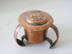 Ink pot of hammered copper plate