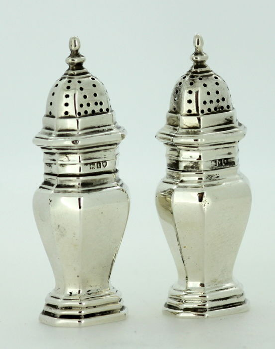 A Pair Of Silver Salt And Pepper Shakers Goldsmiths Silversmiths