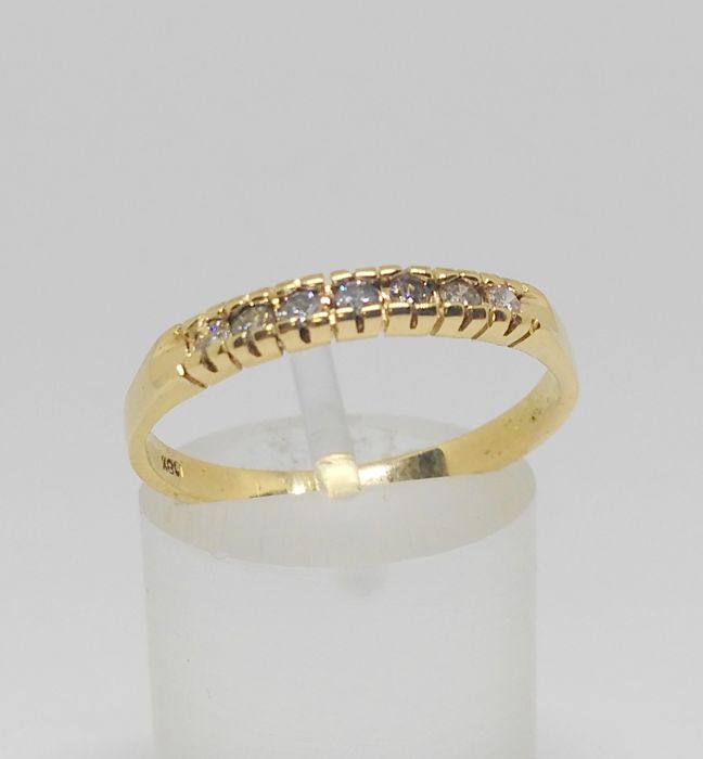 Engagement ring in 18 kt yellow gold - With 7 diamonds 17 mm.