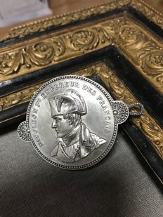 Beautiful NAPOLEON III magnifier in silver plated metal.