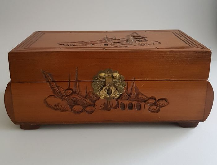 Jewellery box - wood carving