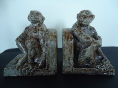 Terraco Beesel - Stoneware bookends in the shape of seated monkeys