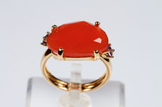 18 kt yellow gold ring with carnelian and amethysts