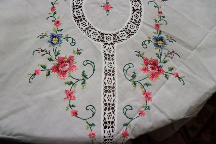 Tablecloth totally handmade in cross stitch